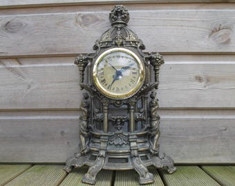 Art nouveau in Golden regulates clock simplicity with Cherubim, in working condition - old clock with cherubs