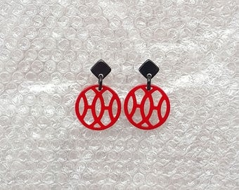 Buffalo horn earrings, Dangling item = 40mm in diameter, Lacquering in Red color