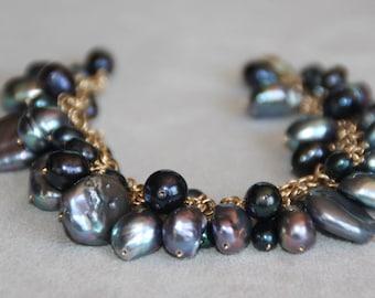 Black Pearl Bracelet in 14K Gold filled. Pearl bracelet. Gold Bracelet. Pearl jewelry. Black pearl. Cluster Bracelet. Beach bridal