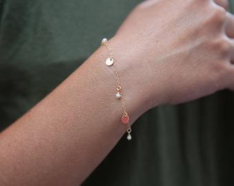 Gold and Pearl bracelet. Delicate bracelet. Freshwater pearl. 14K Gold Filled. Minimalist jewelry. Dainty bracelet. Bracelets. Gift for her
