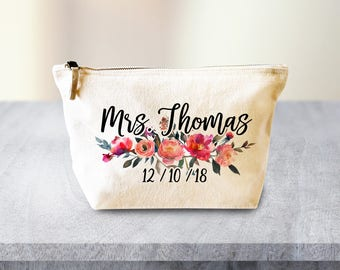 Gift for Bride Makeup Bag, Bridal Gift, Personalised Wedding Gift, Bridal Shower Gift, Bride Gift, Fiance Gift for Fiance, Bag for Bride