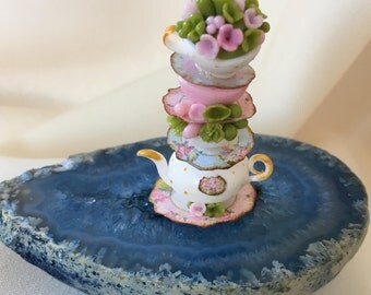 Teapot & cups inspired in Alice in Wonderland