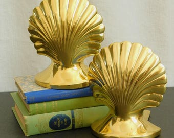 Vintage Lacquered Brass Clam Shell Bookends, Clamshell, Mid Century Modern, Nautical Decor, Coastal Beach Decor, Scalloped, Library Decor