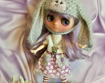 SHaBBy~ LiLac Bunny DReaMs…Skirt and Knee Sock Set for Middie Blythe DoLLs...Tiny Boho Skirt in Lavender Bunnies & Matching Socks for Middie