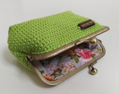 Handmade crochet clasp purse in green womens wallet clutch makeup pouch jewellery box kiss lock frame purse gifts for her