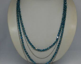 Multi-strand green oil crystals necklace and silver Groumette rhodium chain with ball