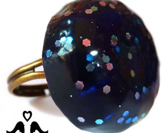 Dark blue domed ring with a multicoloured glitter glaze, on a bronze expandable base