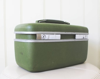 Forest Green Towncraft Train Case