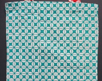 green batik kawung market / tote bag with red handle