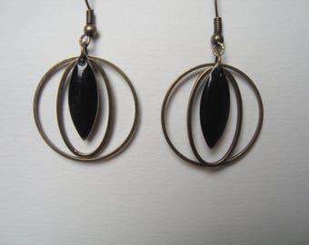 Black sequin shuttle enameled earrings, rings
