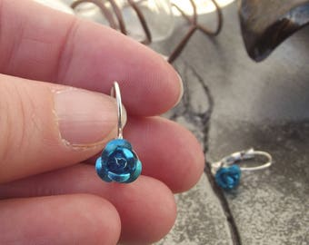 Small earrings silver style set with a turquoise blue aluminium flower.