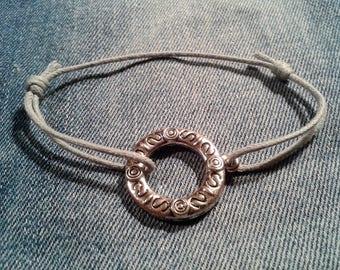 Silvery grey coullisant knot charm bracelet