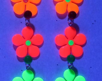 UV (neon / black light) flower pendant with round glittery decoration