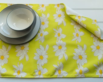 Tea Towel Made from 100% Cotton in Anemone Flowers Lime Pattern