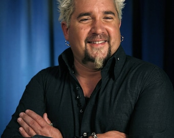 Guy Fieri / Diners, Drive‑Ins and Dives 8 x 10 / 8x10 GLOSSY Photo Picture