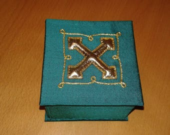 Green cross metal thread box