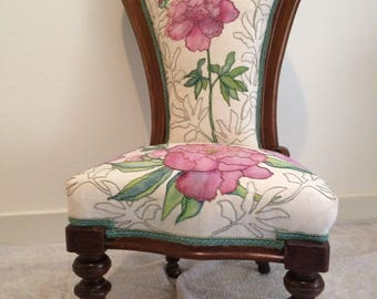 Nanny chair - embroidered gold work