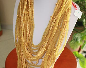 Crochet necklace in cotton with microsequins and fishnet lanyard with gold or silver corals