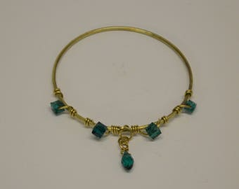 Brass wire wrap emerald green beaded bangle bracelet - Spirits of Nature -