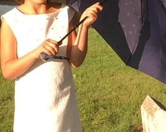 robe blanche avec des perle sur le devant