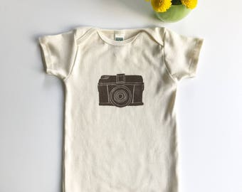 Camera Organic Cotton Short Sleeve Onesie_ made in Seattle-Baby shower gift- Gift for Photographers