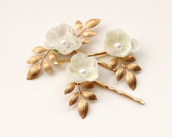 Gold leaf flower clips, Ivory pearl flower hair pins, Bobby pin floral set, Pearl flower headpiece, Bridal hair clips, Gold flowers
