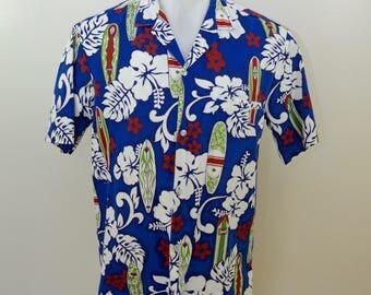 Vintage ROYAL CREATIONS Hawaiian Shirt size Medium Made in Hawaii usa box hem surfing