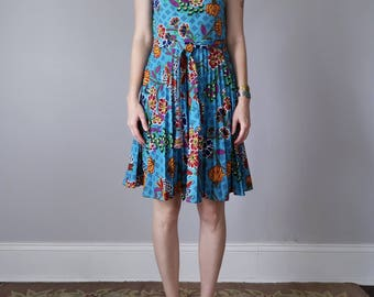 60s floral print sleeveless pleated belted dress (s - m)