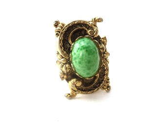 Vintage Decorative Gold Tone Metal & Marbled Green Resin Cabochon Rectangular Shaped Possible S Initial Unmarked Size 7.5 Statement Ring