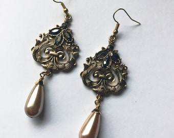 Victorian Earrings. Renaissance Earrings, Medieval Jewelry. Gothic Victorian Earrings. Drop Earrings. Pearl Jewelry. Art Deco Earrings.