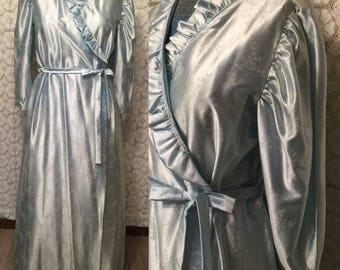 Powder blue satin robe with ruffle trim and cropped sleeves - size large