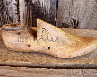 antique cobbler's last, wood shoe form, wooden foot last, vintage, shoe maker, gift idea, rustic home decor, primitive, industrial, mod