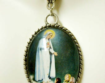 Our Lady of Fatima pendant and chain - AP09-089