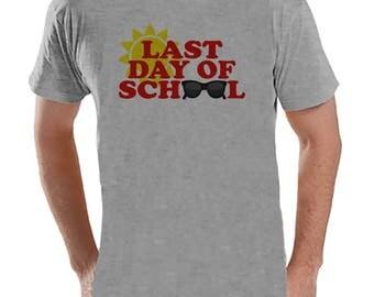 Teacher Shirts - Last Day of School Shirt - Teacher Gift - Teacher Appreciation Gift - Red Sunglasses School Shirt - Men's Grey T-shirt