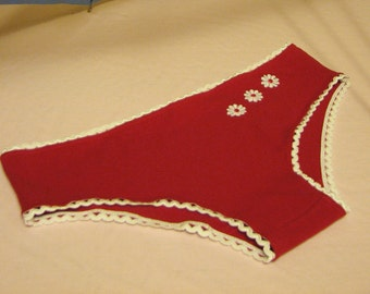 red panties (size S) with ric-rac elastic and daisies - 60s inspired