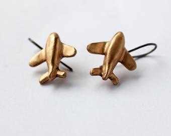 Dangling airplane earrings