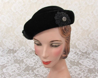 Chic beaded black velour hat - glass bead applique trim - lined - 1940s