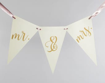 Mr & Mrs Bunting   Script Garland Banner for Bride and Groom   Newlywed Photo Prop Wedding Banner   Custom Colors 3106