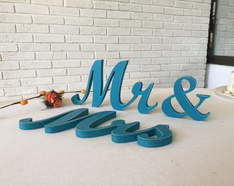 Mr & Mrs turquoise. mr and Mrs glitter.  Mr and Mrs Wedding table decoration. Mrs and Mr wedding signs. Wedding turquoise.