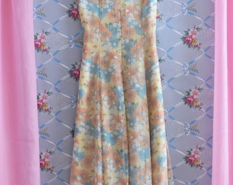 Summer Spring Floral Dress in Pastels Size Small 80s Does 40s 50s