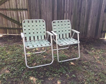 Pair of 2 matching vintage folding aluminum webbed portable outdoor camping lawn patio chairs blue peach mid century