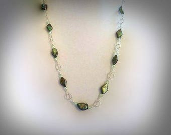 Diamond Shaped Emerald Green Freshwater Pearl Necklace Light Green Swarovski Crystal Necklace Pearl and Crystal Necklace Pearly Necklace