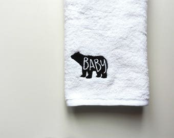 Personalized Towel / Monogrammed Towel / Hand Towel / Bath Towels / Embroidered Towel