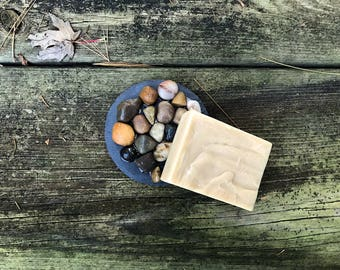 Round Slate & Pebble Soap Tray - 4 Inches Diameter