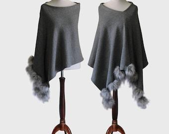 Pom pom poncho, cashmere poncho, women's poncho, knit poncho, cashmere sweater, women's sweater, pompons sweater, knit cape, wool poncho
