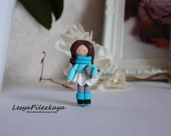 Polymer clay brooch little girl in turquoise with tablet
