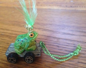 Dollhouse miniature frog pull toy