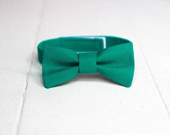 Boys Green Bow Tie -  Toddler Green Christmas Bow Tie, Green Baby Bow Tie, Little Boys Bow Tie, Green Toddler Bow Tie, Toddler Boys Bow Tie