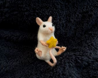 Star Mouse Brooch. Needle felted accessory. Realistic wool animal jewellery.