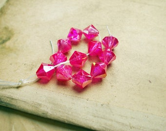 Vintage Plastic Beads - 12 Faceted Pink Plastic Bicones- 10mm - Lightweight - Fuchsia Glow - 1980s Iridescent Magenta Pink Sparkle Beads